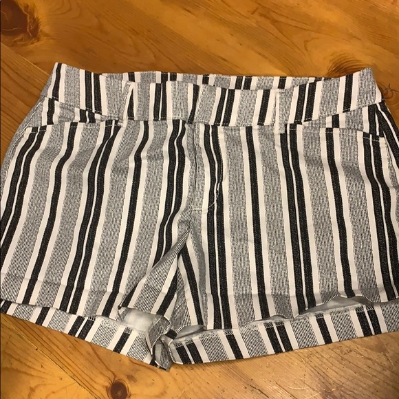 Old Navy Pants - Striped old navy pixi shorts
